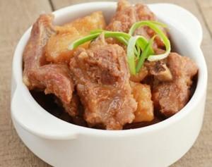 豚肉とジャガイモの中華煮込み