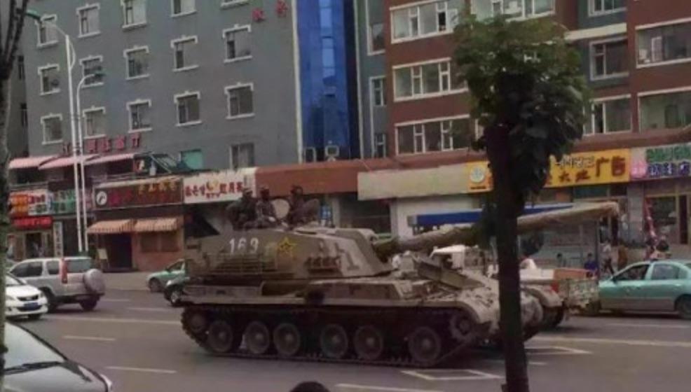 半島情勢に中国も緊張?中朝辺境の街で戦車が白昼堂々と走行