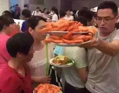 中国人観光客 タイの食べ放題の店で醜態
